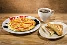 Завтрак Омлет с помид.+блин с ягод.+гор.напиток