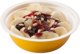 Банановый десерт с орешками и начинкой на выбор (вишня, крем карамельный, клубника,мед,сгущенное молоко, крем шоколадный, десерт